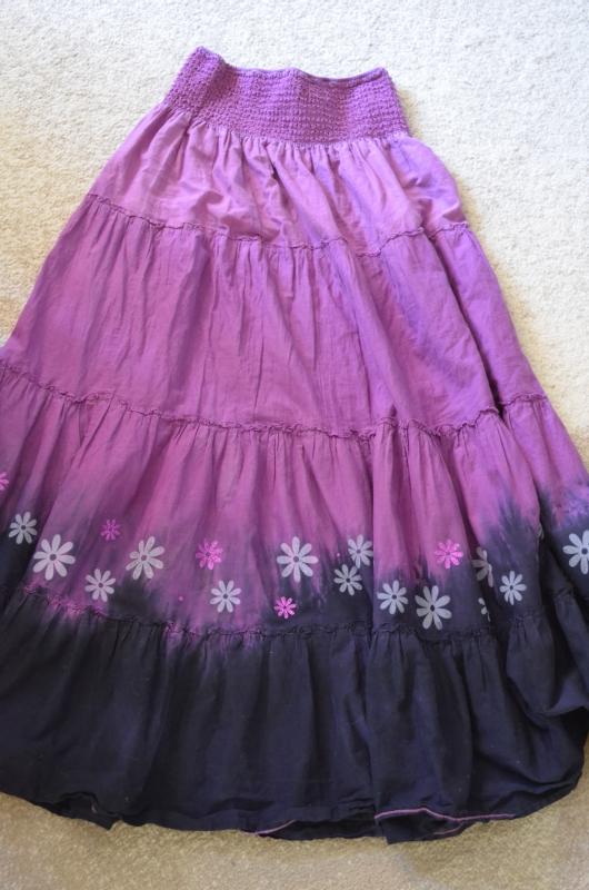 Fialová sukně s kvítky