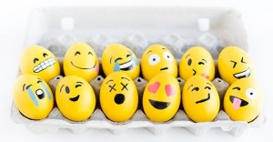 DIY-Emoji-Easter-Eggs15-600x900